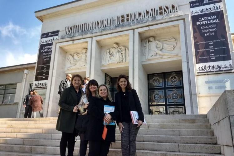 Professora conhece universidades em Portugal