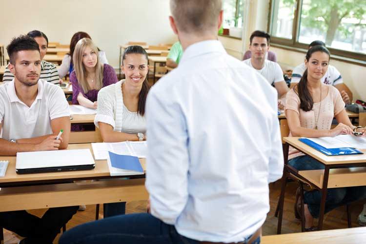 Podem disputar as vagas apenas os profissionais graduados em cursos superiores reconhecidos pelo Ministério da Educação (MEC)