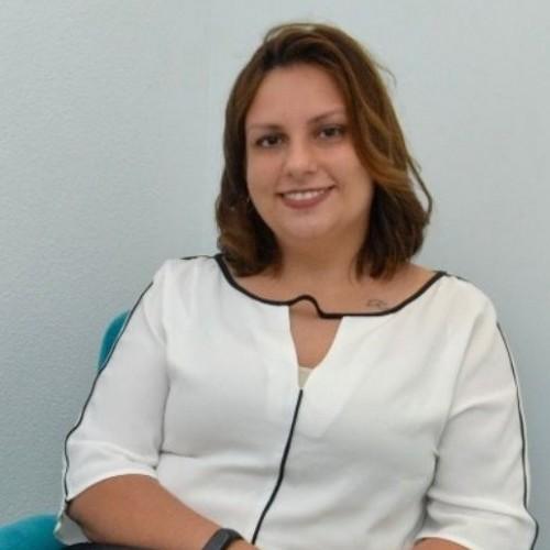 Scheila Cardoso - Coordenadora de RH em empresa varejista, com foco em treinamento e desenvolvimento de cargos e lideranças.  Egressa da ULBRA Gravataí.