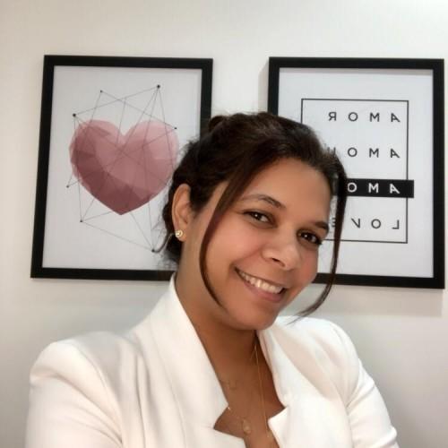 Silvana Ramos: Psicóloga com Pós Graduação em Psicologia Positiva. Experiência no mundo corporativo por mais de 19 anos, atuando como Diretora de RH