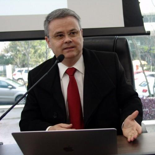 Darci Guimarães Ribeiro: Pós-Doutor pela Università degli Studi di Firenze, área de Concentração em Direito Processual Constitucional e Inteligência Artificial