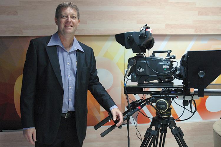 O diretor Valter Kuchenbecker comemora a digitalização total do canal