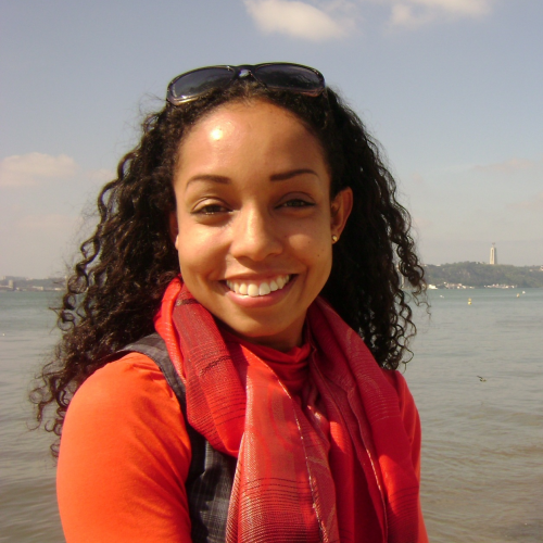 Juliana Ribeiro Vargas: Doutora em Educação pela Linha de Pesquisa Estudos Culturais em Educação (PPGEDU/UFRGS). Pesquisadora e Professora Adjunta do Programa de Pós-Graduação em Educação da Universidade Luterana do Brasil (PPGEDU/ULBRA)