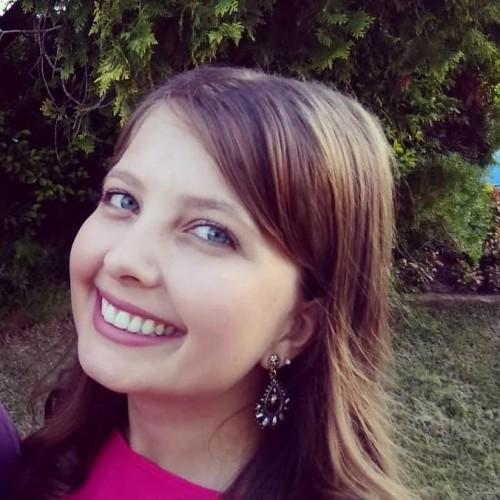 Bruna Klauck Mezacasa: Técnica em Química. Acadêmica do curso de Licenciatura em Química da ULBRA.