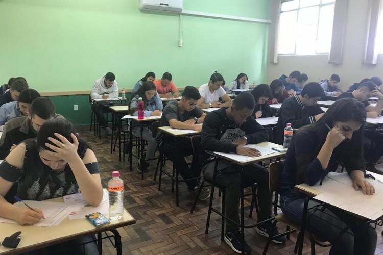 Candidatos iniciaram as provas às 9h