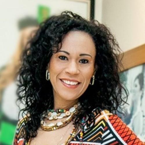 Mulher Negra,  Advogada, Professora, Afrocoaching dedicada a melhoria da qualidade de vida da Mulher Negra e a eliminação do racismo e da discriminação racial.
