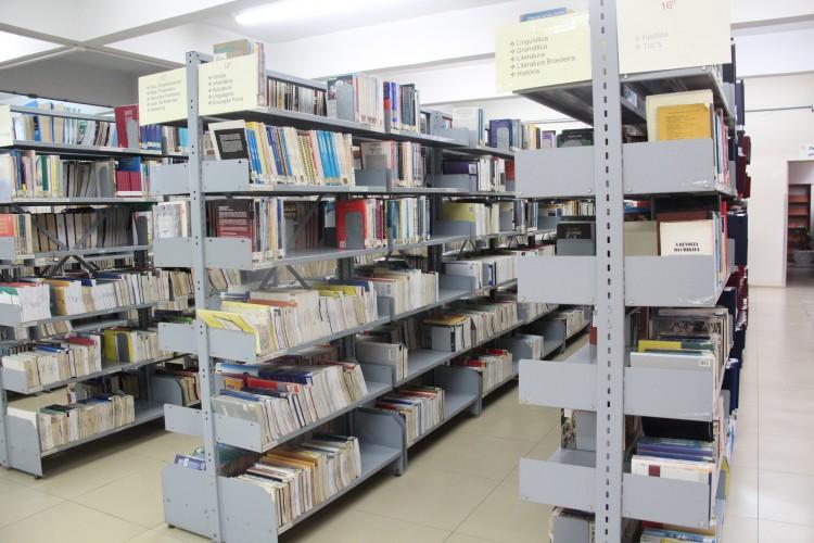 Biblioteca infraestrutura e servi os ulbra gua ba for Distancia entre estantes biblioteca