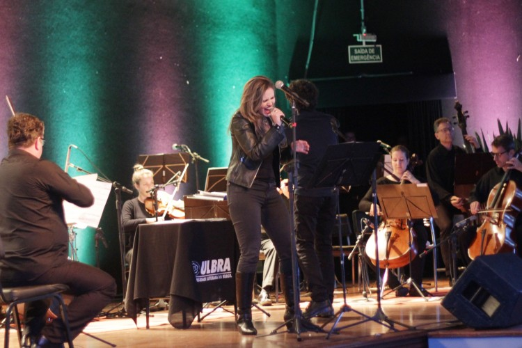 A voz potente de Clarisse Difentheler foi um dos atrativos do concerto