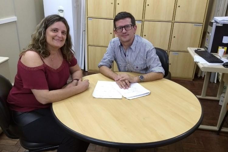 Professor Joel Cardoso (E) e a coordenadora de Atividades, Fernanda Guedes (D) são presenças confirmadas no evento