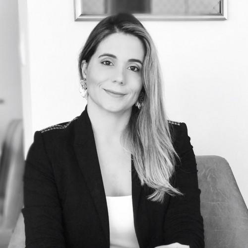 Fabiolla Canedo: Professora e Pesquisadora em Direito e Novas Tecnologias