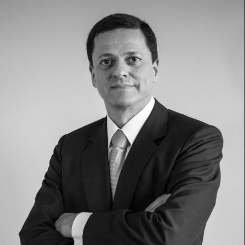 Lúcio Santoro de Constantino - Advogado criminalista; Doutor em direito; Mestre em ciências criminais; Espe¬cialista em ciências criminais; professor universitário de direito na ULBRA.