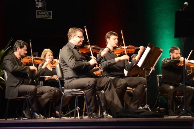 Os músicos da Orquestra de Câmara não decepcionaram e, mais uma vez, demonstraram muita técnica