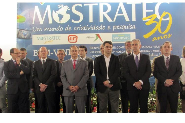 Reitor Marcos Fernando Ziemer participou da abertura da Mostratec 2015