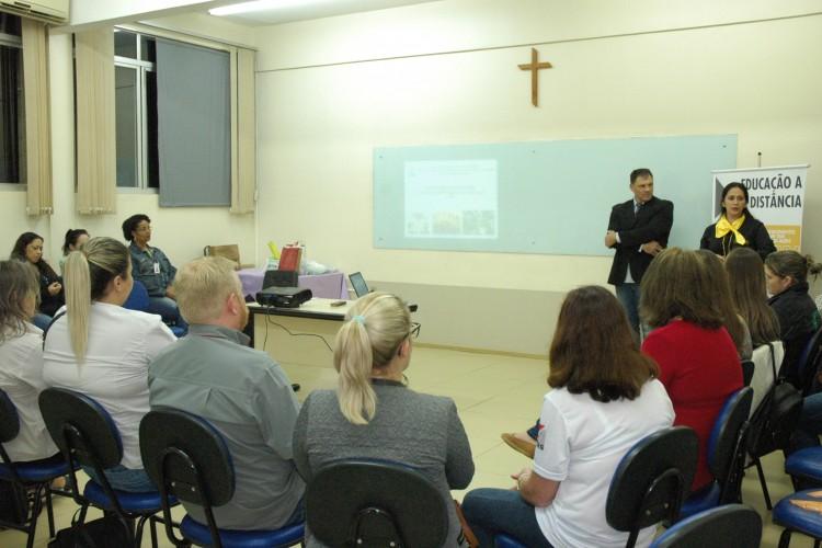 Acadêmicos da EAD participam de palestra sobre Inteligência Emocional