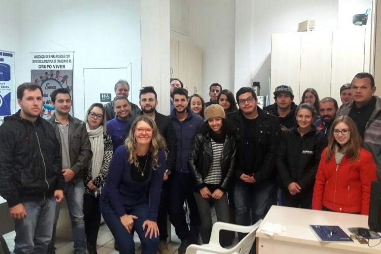 Acadêmicos da disciplina de Libras realizam visita ao CMPD