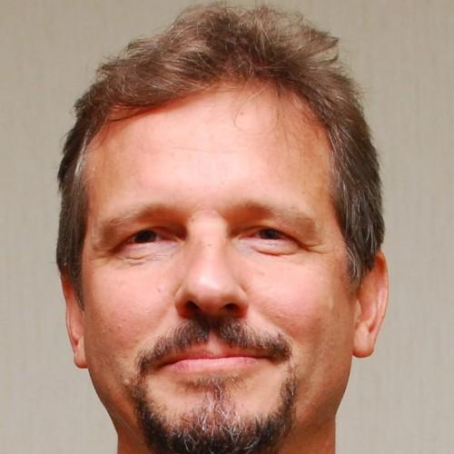 Ricardo W. Rieth: Doutor em História da Igreja e Professor do Programa de Pós-Graduação em Educação da Ulbra
