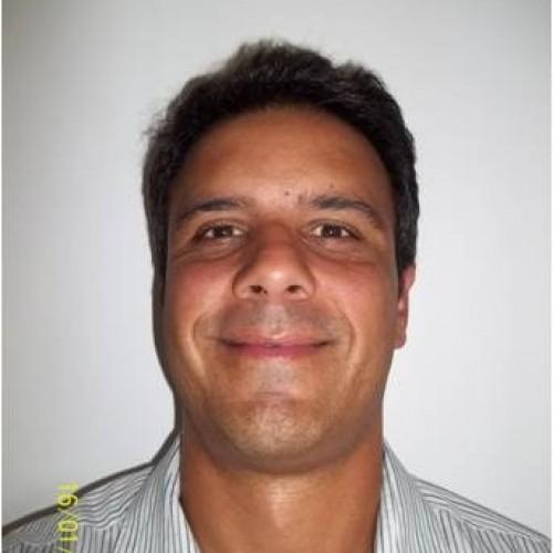 Maurício Schmitt: Diretor da LM -- Learn with Maurício Schmitt atua como RT, na gestão operacional no setor de Utilidades