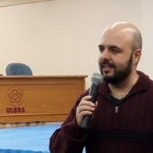 Mediador: Prof. Luciano Loureiro - Prof. Mestre em Ciência do Movimento Humano - UFRGS; Professor das disciplina de Medidas e Avaliação; Futebol Futsal e Cinesiologia Ulbra.