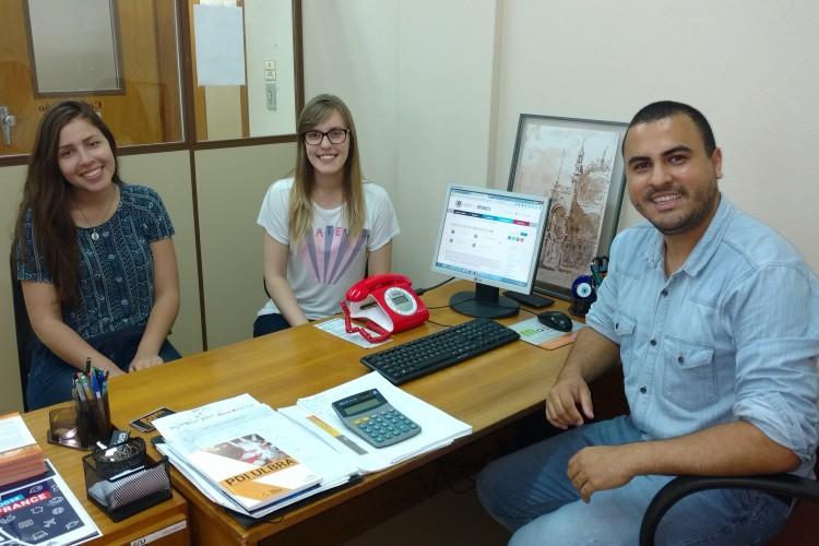 Isabelle Vera, Gabriela Bueno  e o Coordenador Diego Willian Nascimento Machado