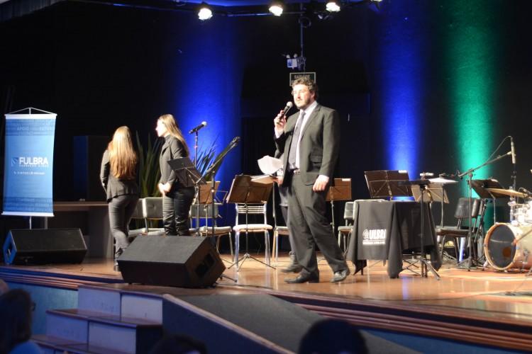 O diretor do campus Canoas, Leonardo Haerter dos Santos, fez o discurso de abertura do evento e levou a família para assistir o concerto