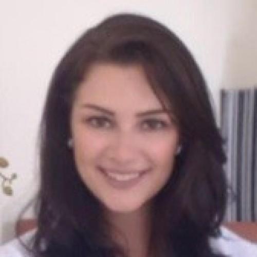 Jordana Fioravanzo Dossin: Fisioterapeuta especializada em fisioterapia pélvica e formação em sexologia clínica e disfunções sexuais masculinas.