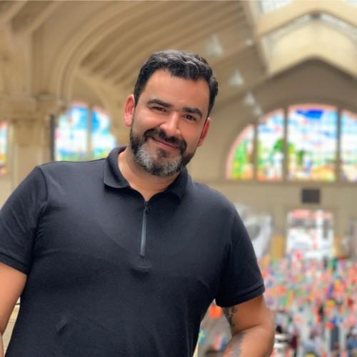 Marcio Machado: Professor Universitário, Mestre e Doutor em Ensino de Ciências e Matemática pela ULBRA, com Pós Doutorado em Inovação/UJI Espanha. Fundador da i51 Inovação e Diretor de Inovação da ULBRA