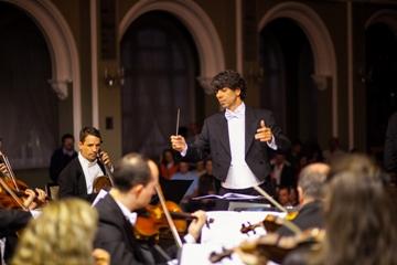 Orquestra terá a regência de Tiago Flores