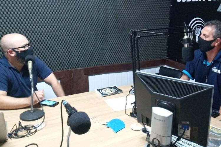 Jonathas Winck de Almeida (D) falou sobre vestibular e campanhas de descontos para 2021/1