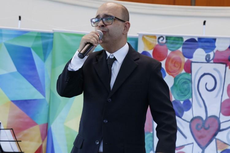 Fabinho Vargas se apresentou na capela da Ulbra