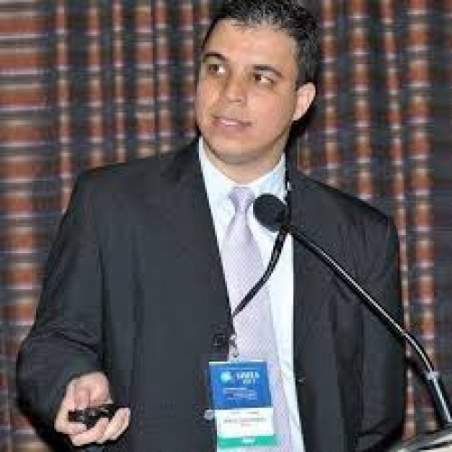 Prof. Dr. Marcelo Machado Fernandes, ngenheiro eletricista (UNIFEI) com mestrado (UNIFEI) e doutorado (UNESP) em Engenharia de Produção e 20 anos de experiência em multinacionais dos setores de manufatura e serviços.