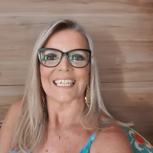 Maria da Graça Taffarel Krieger:  Psicóloga, Mestre em Educação, Professora do Curso de Psicologia e Coordenadora do Núcleo de Atendimento às Vítimas de Violência (NAVIV) Ulbra/Canoas