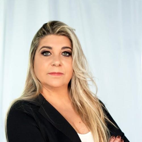 Alessandra Artmann:  Pós-graduada em Direito e Gestão Notarial e Registral -- UNINTER -- Consultora Notarial e Registral