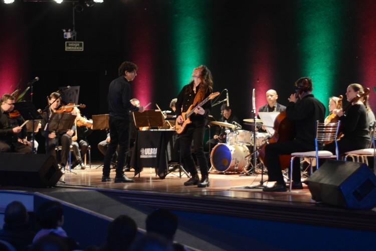 O guitarrista gaúcho Frank Solari foi um dos convidados da noite