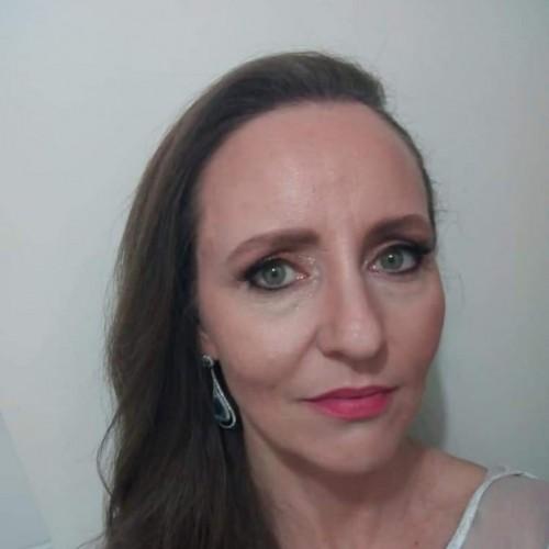 Gracieli Kronbauer: Especialista em Saúde da Família.  Enfermeira do Serviço Integrado da Mulher - Alvorada
